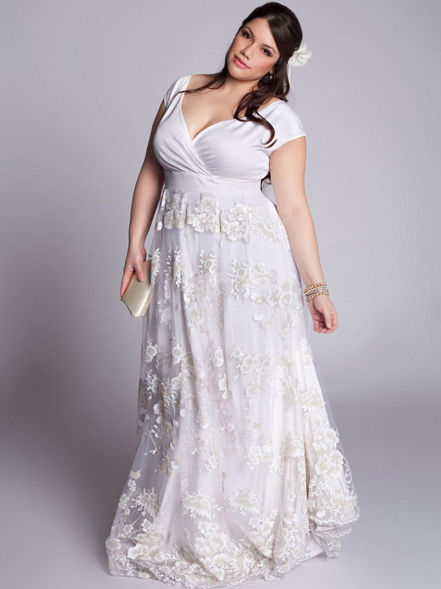 A vintage wedding dress plus size