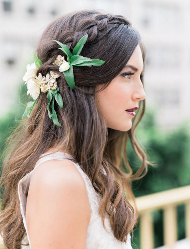 Flowers in the bridal hairstyle
