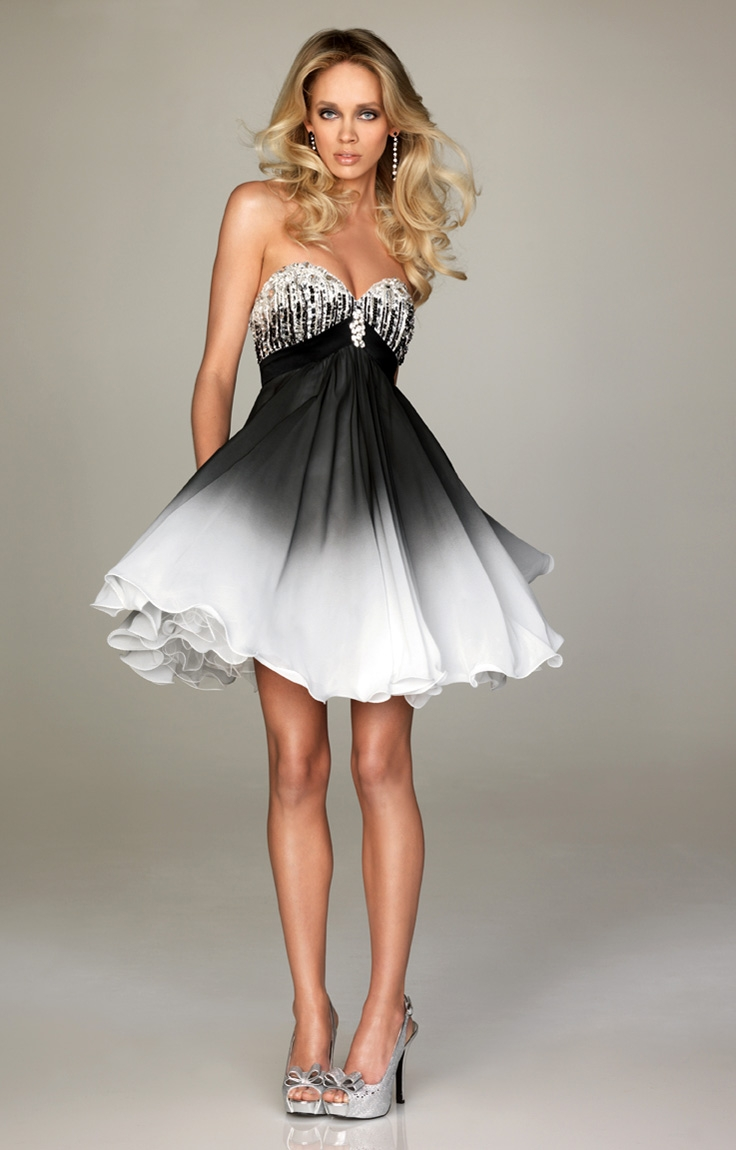 A White And Black Short Gradient Dress