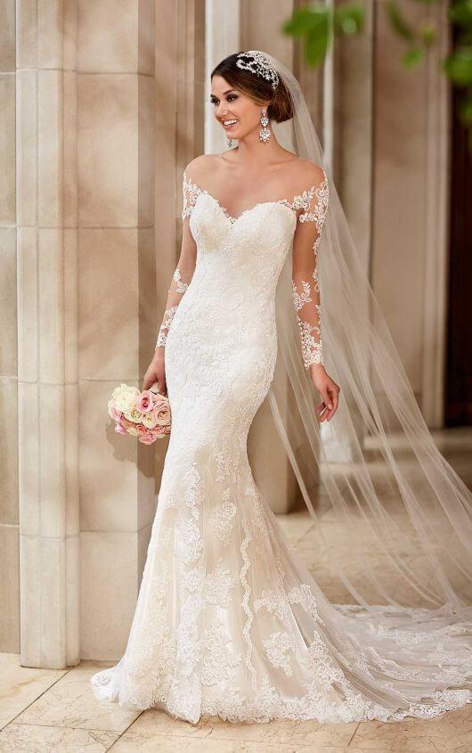 Long sleeved lace fishtail wedding dress