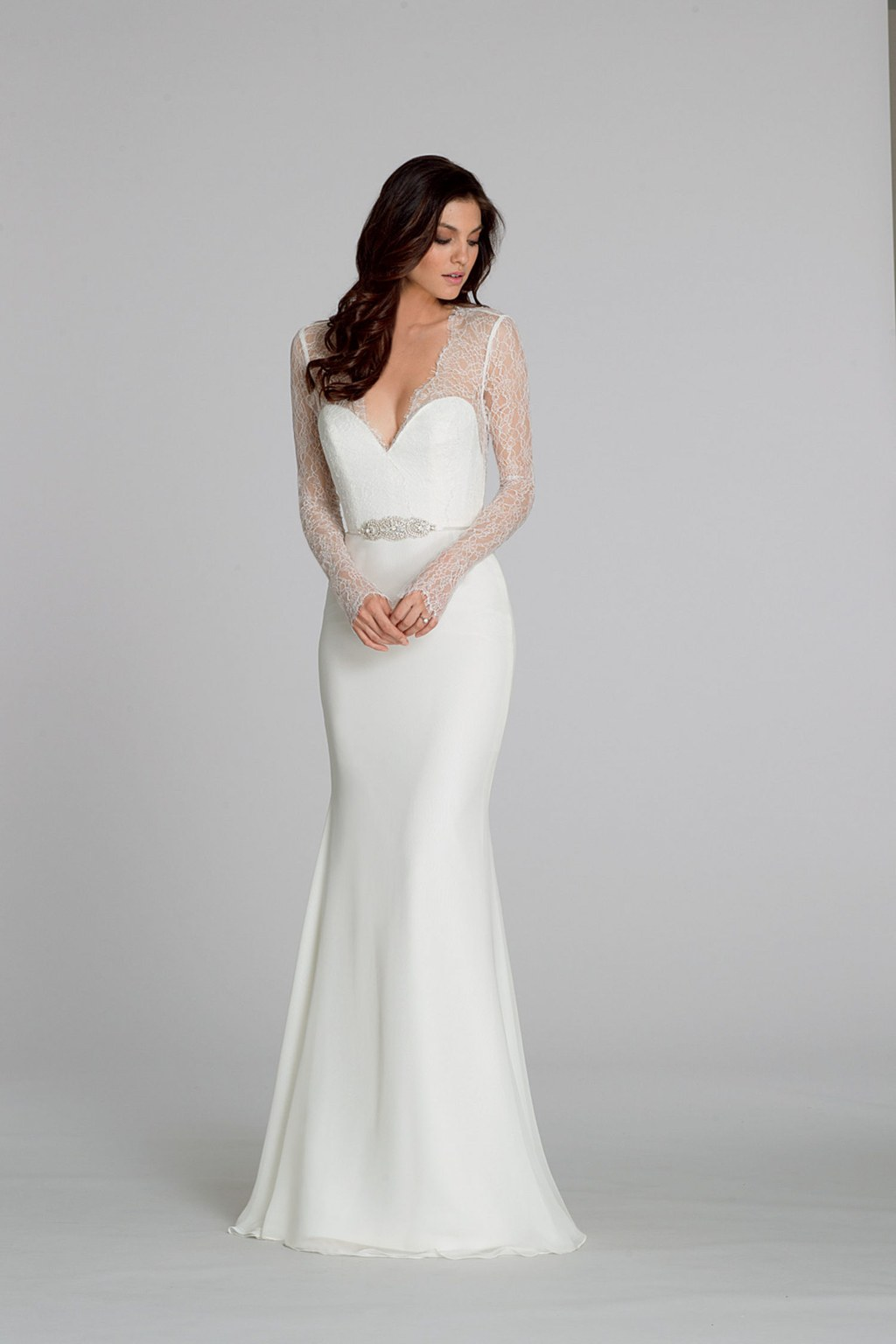 Sheath wedding dress with delicate lace sleeves