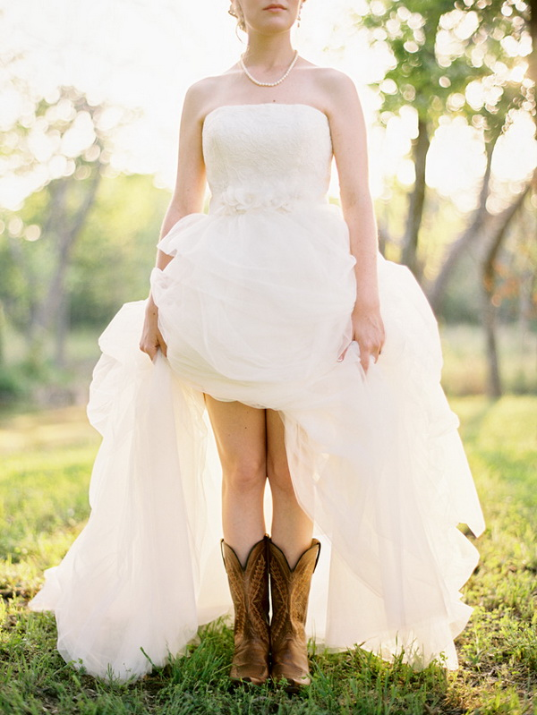 How to Choose Fall Wedding Dresses and Accessories
