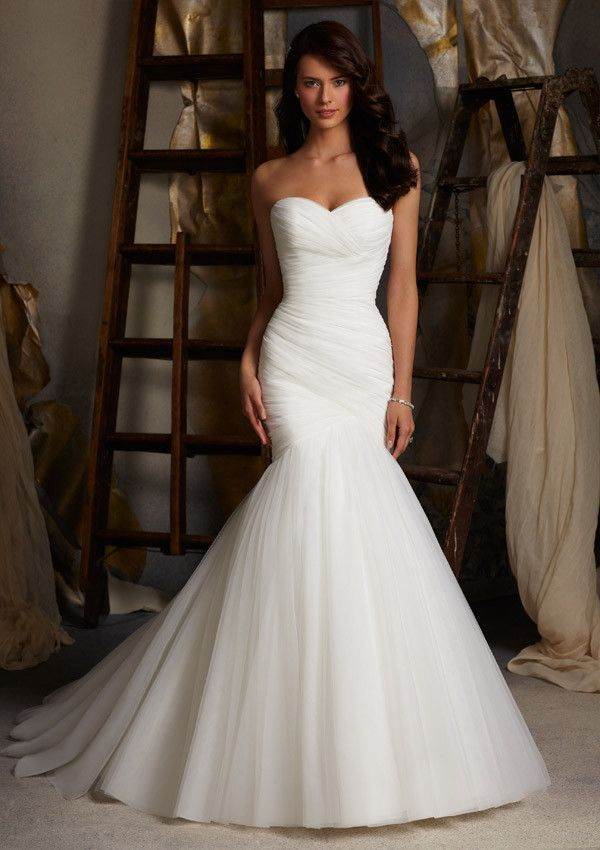 Minimalistic tulle mermaid wedding dress
