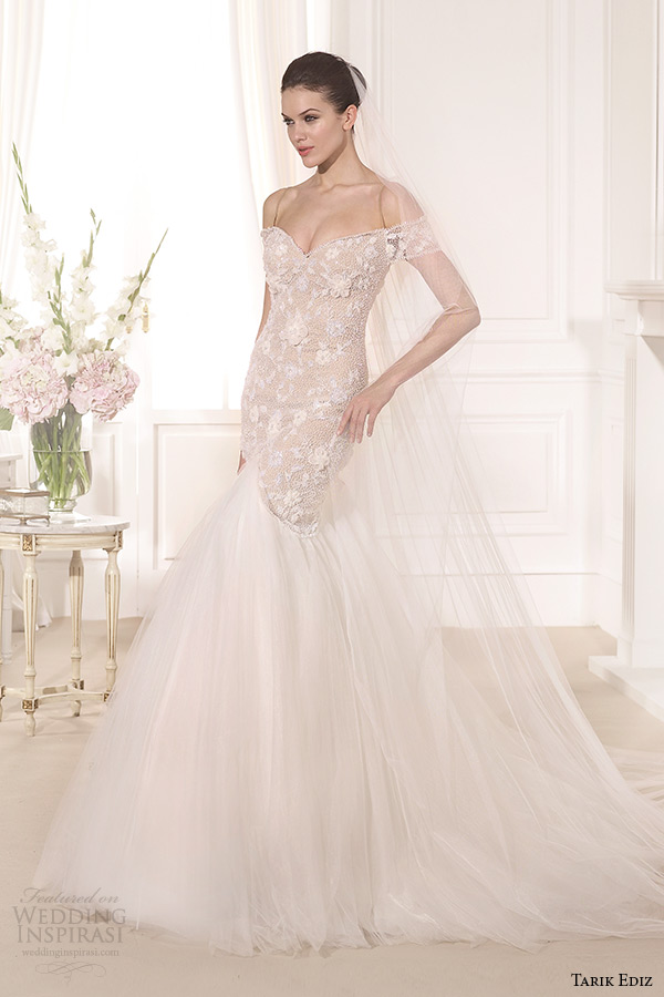 Off-the-shoulder wedding dress with tulle skirt