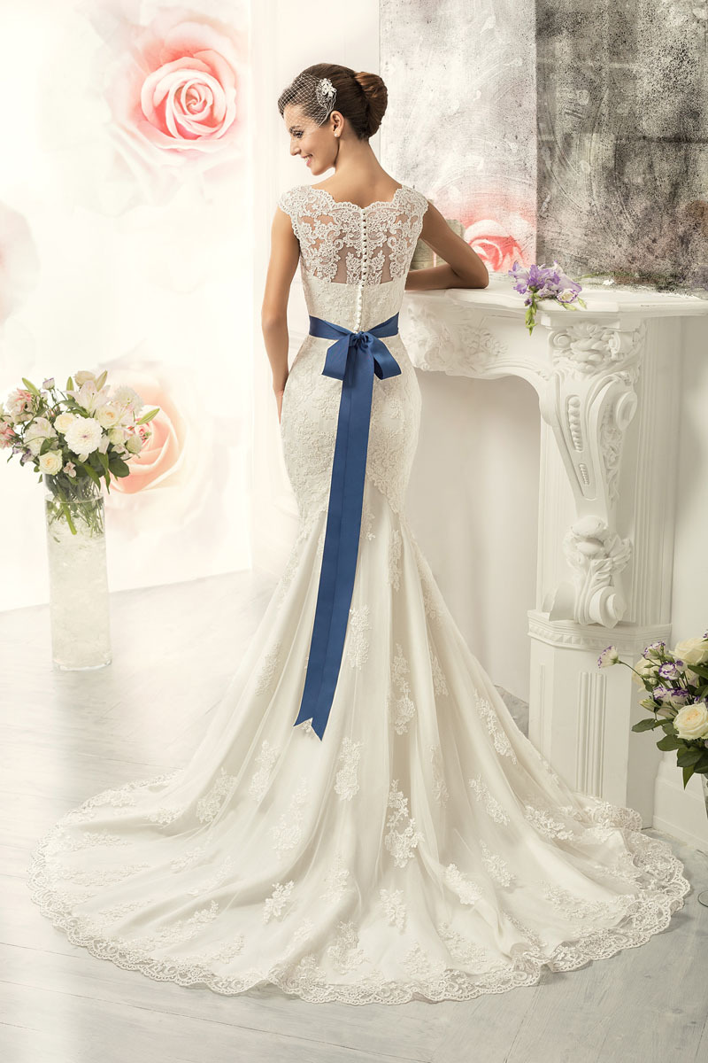 How to embellish simple wedding dresses the best for Blue sash for wedding dress