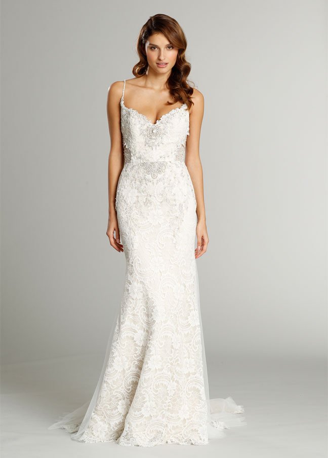 Wedding dress with curved sweetheart neckline