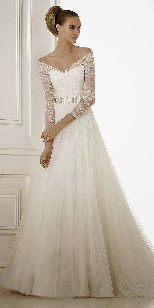 Off-the-shoulder tulle wedding dress