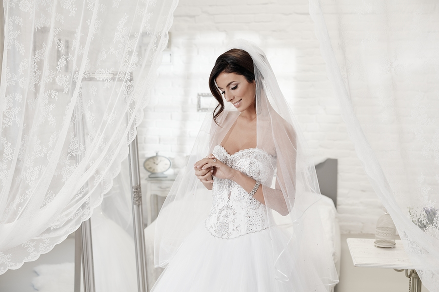 Who Can Wear Strapless Wedding Dresses? | The Best Wedding Dresses
