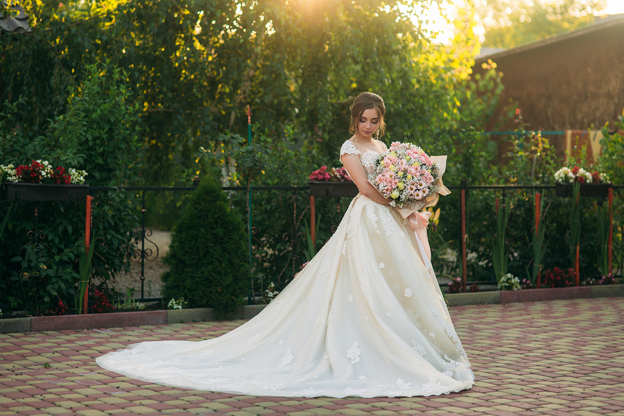 What Do You Need To Know While Choosing Summer Wedding Dresses