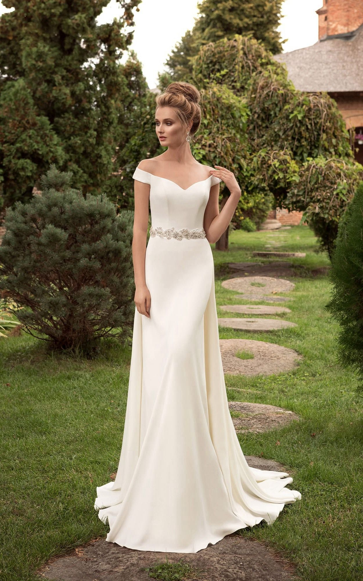 Minimalistic open shoulders wedding dress