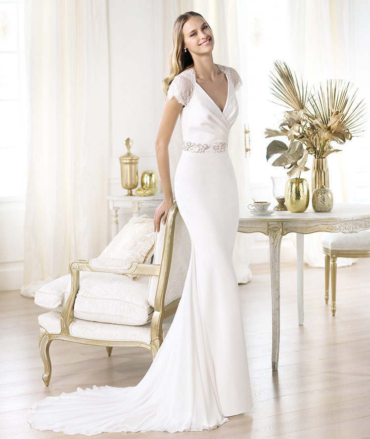 Elegant V-neck wedding gown
