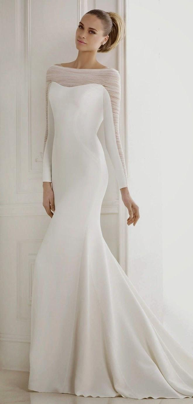 Minimalistic wedding dress with long sleeves