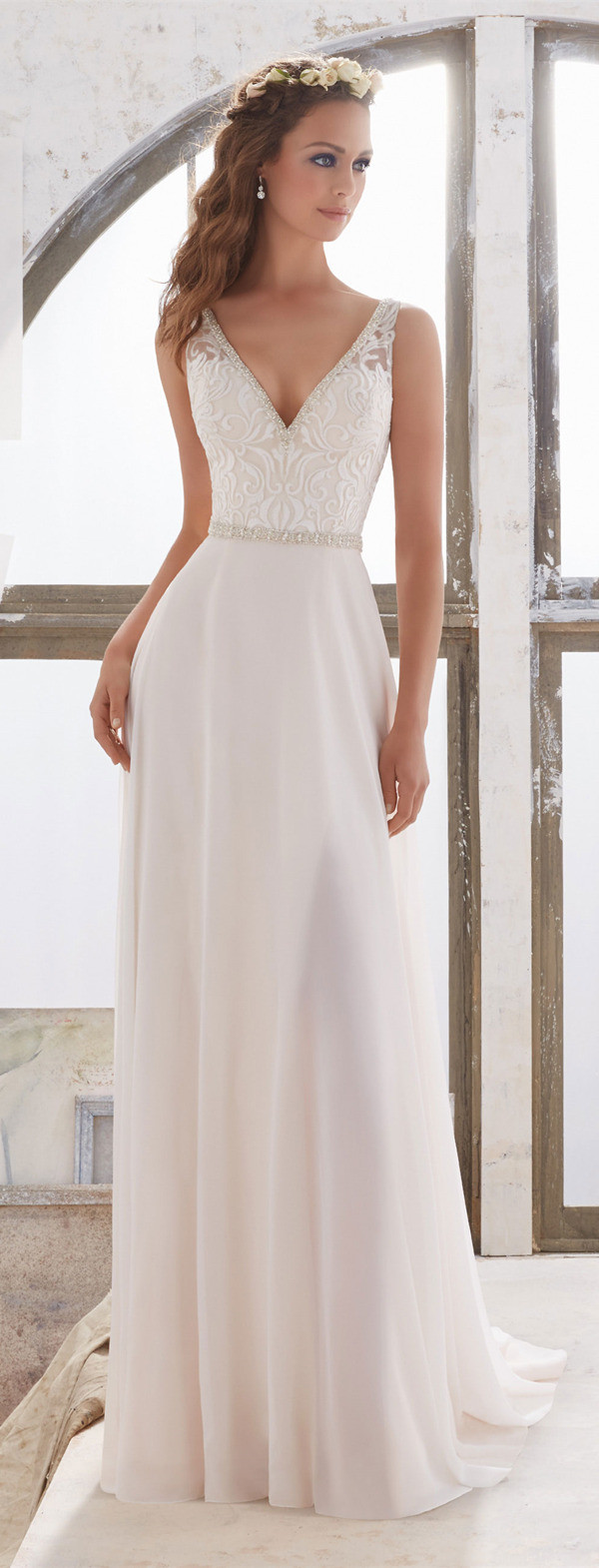 Llight V-neck wedding dress