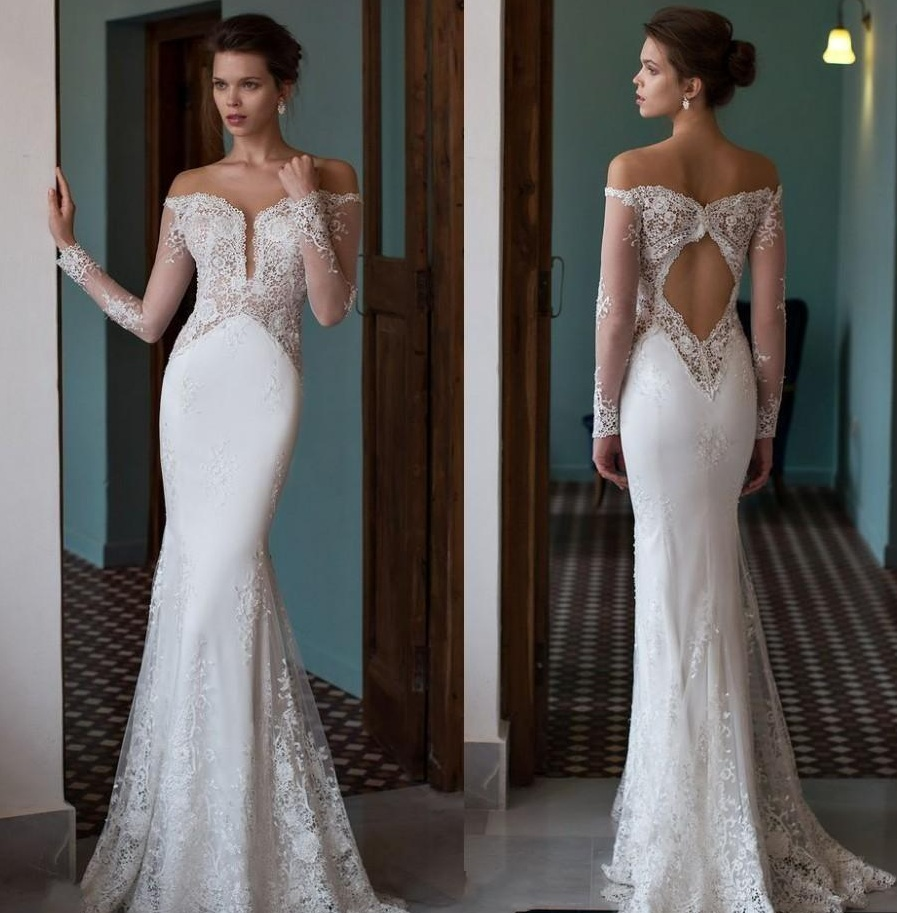 Open shoulders wedding dress with open back