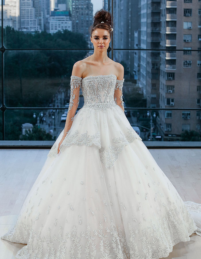 Wedding dress with detachable sleeves
