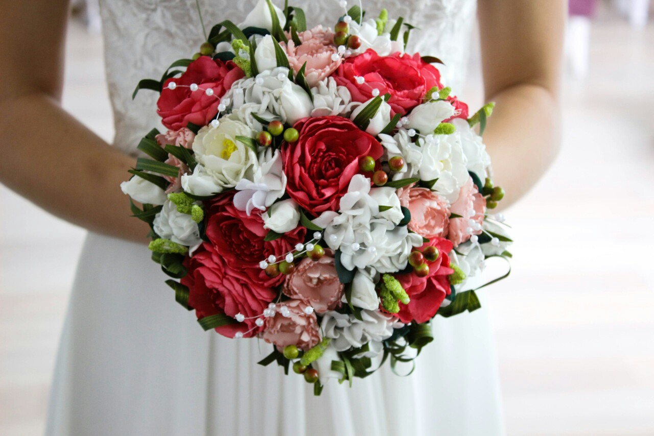 Artificial flowers wedding bouquet