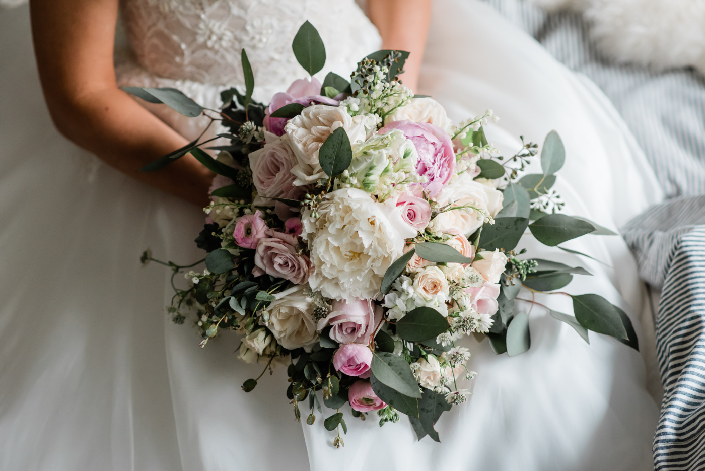 How To Make A Wedding Bouquet With Artificial Flowers The Best