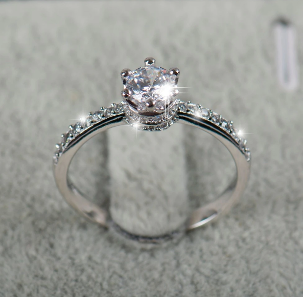 Classic ring with cubic zirconia