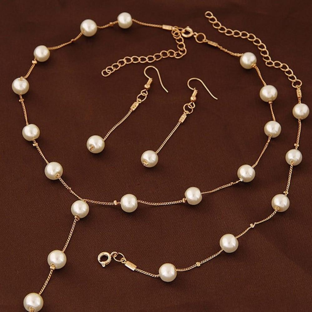 Delicate jewelry set with faux pearls