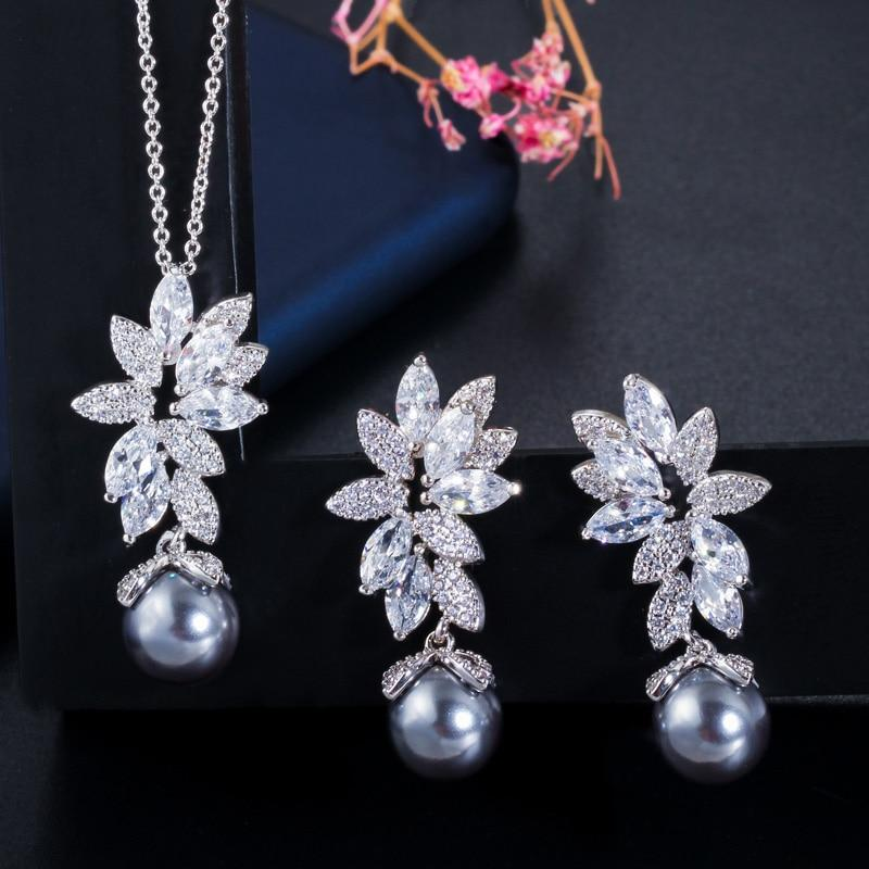 Flower jewelry set with pearls