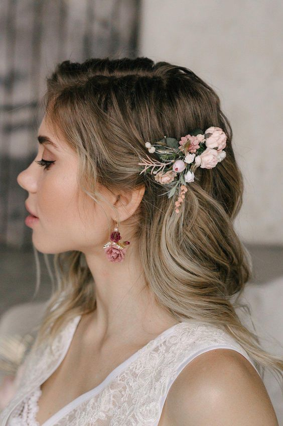 Loose hair with delicate flower decor