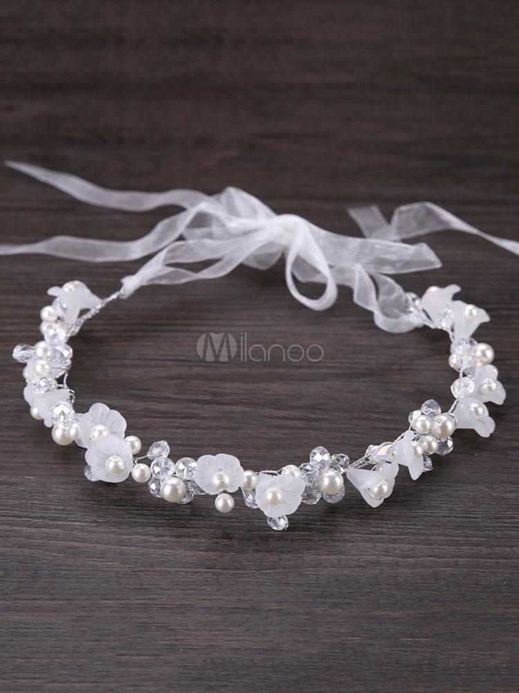 Delicate headband with pearls and flowers