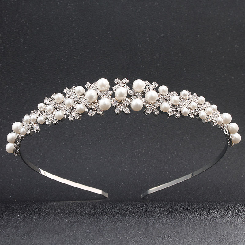Wedding hairband with pearls and rhinestones