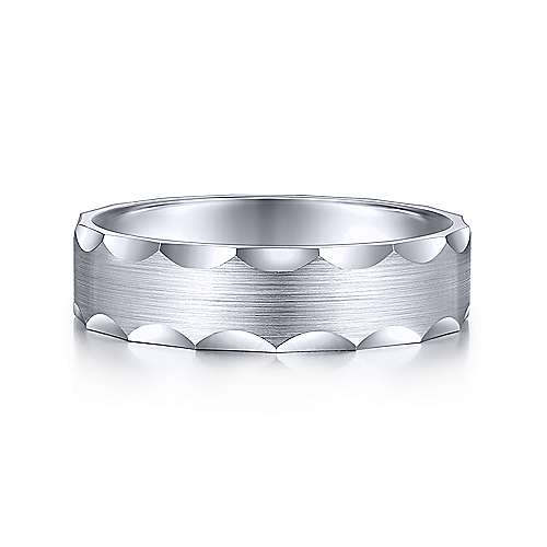 White gold ring with grooved edge